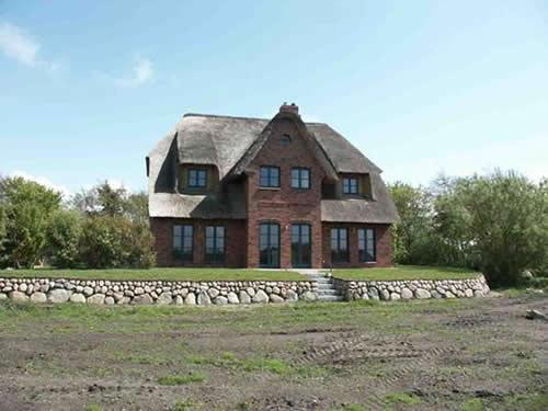 verkauf reetdachhaus auf sylt ost mit 2 wohnungen ruhige lage. Black Bedroom Furniture Sets. Home Design Ideas