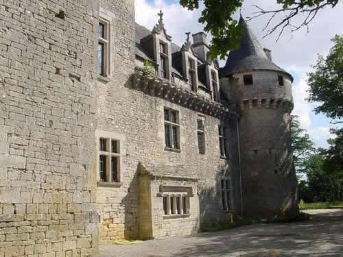 burg schloss chateau zwischen bordeaux und clermont ferrand frankreich verkauf. Black Bedroom Furniture Sets. Home Design Ideas