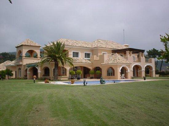 Ansicht Villa mit Garten / Pool: Villa Marbella / Costa del Sol ...