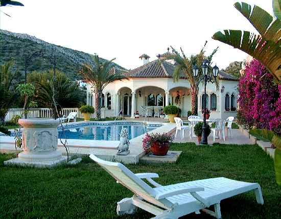 Garten, Pool, Teilansicht Haus: Exklusive Villa Spanien / Costa ...